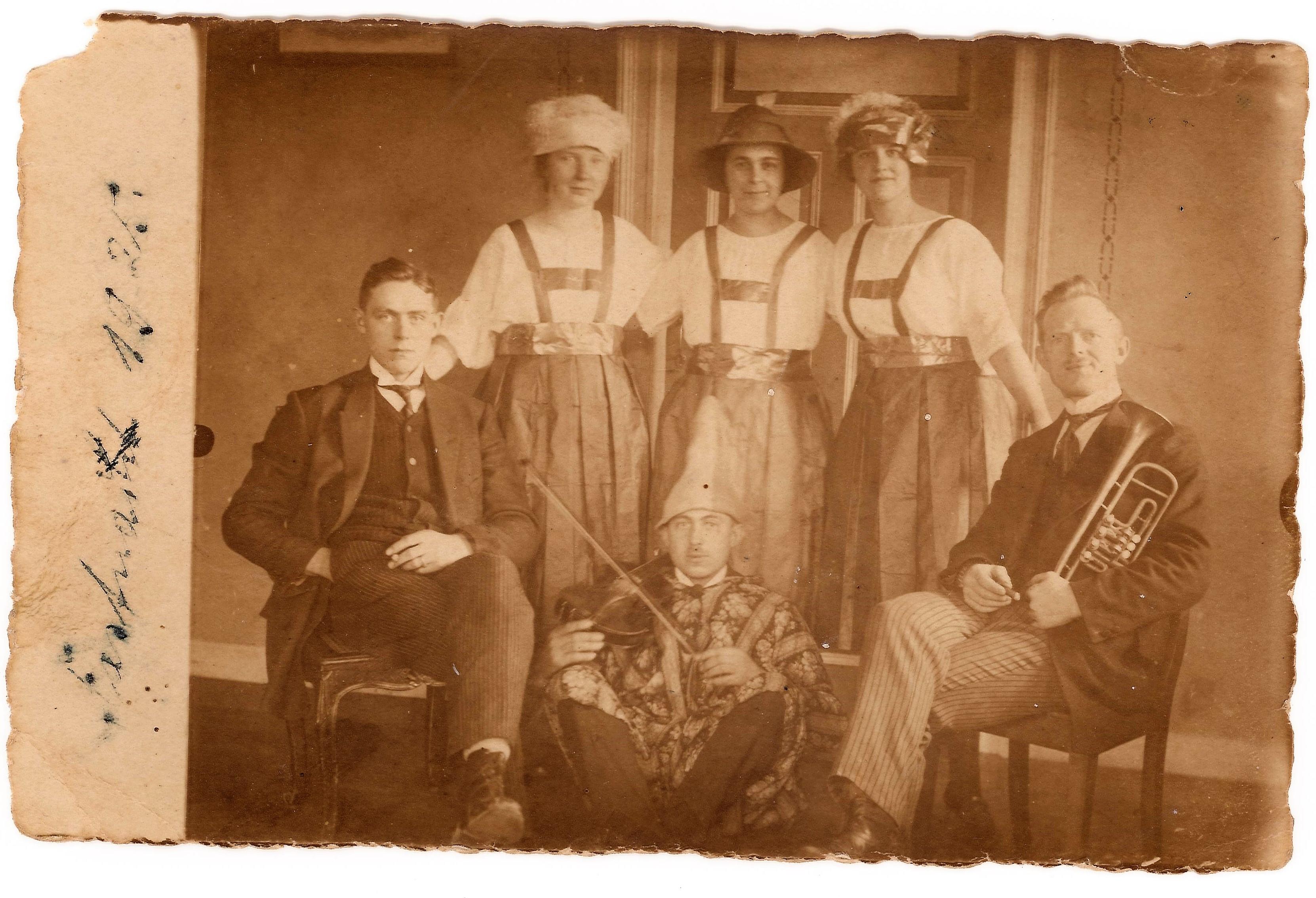 1925 Karneval drinnen