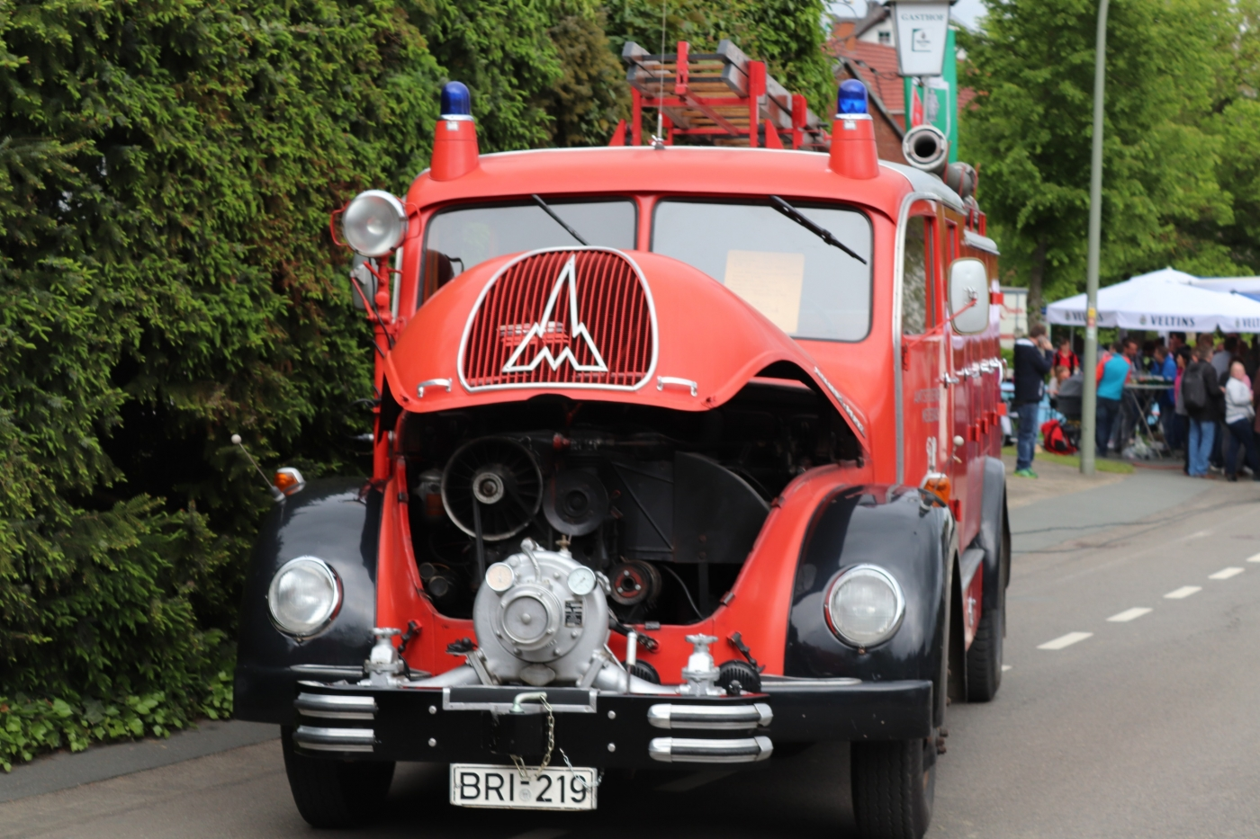 Historische Feuerwehrfahrzeuge