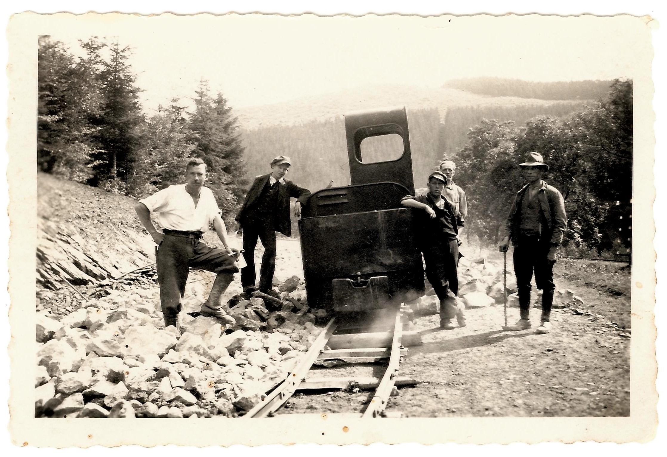 Rottenarbeiter bei der Kleinbahn